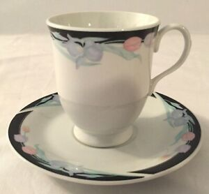 Set-of-5-Excel-Caravel-Footed-Cups-and-Saucers