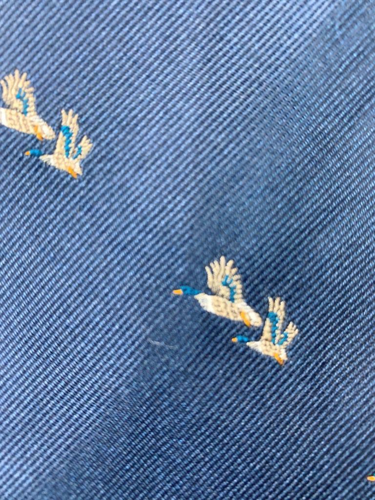RIVETZ OF BOSTON Dunkelblau Fliegen Stockenten Enten Seide Krawatte MMA0421A #