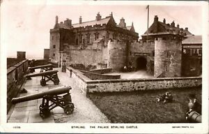 Antique-RPPC-photograph-postcard-Stirling-The-Palace-Stirling-Castle-cannons