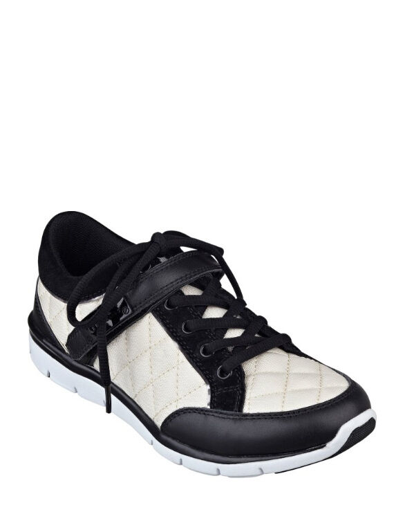 NIB GUESS Savero Jogger Fashion Sneakers Black White Quilted US 9.5,