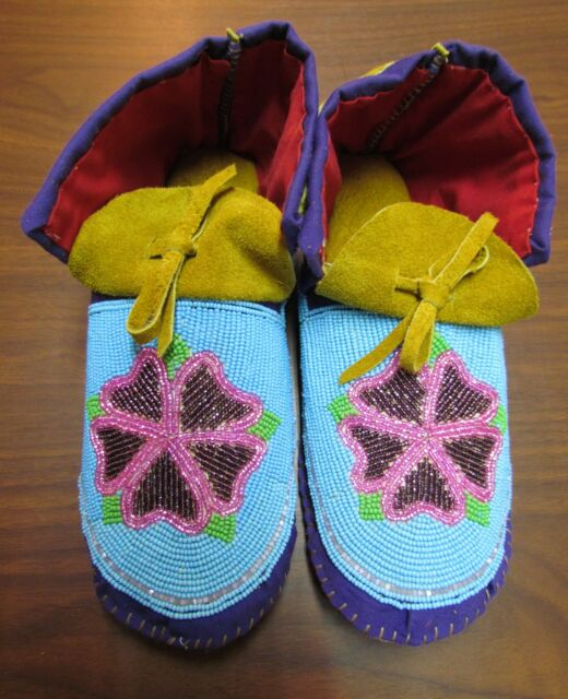 AUTHENTIC NATIVE AMERICAN BEADED MOCCASINS MULTICOLORED FLOWER 10 INCHES
