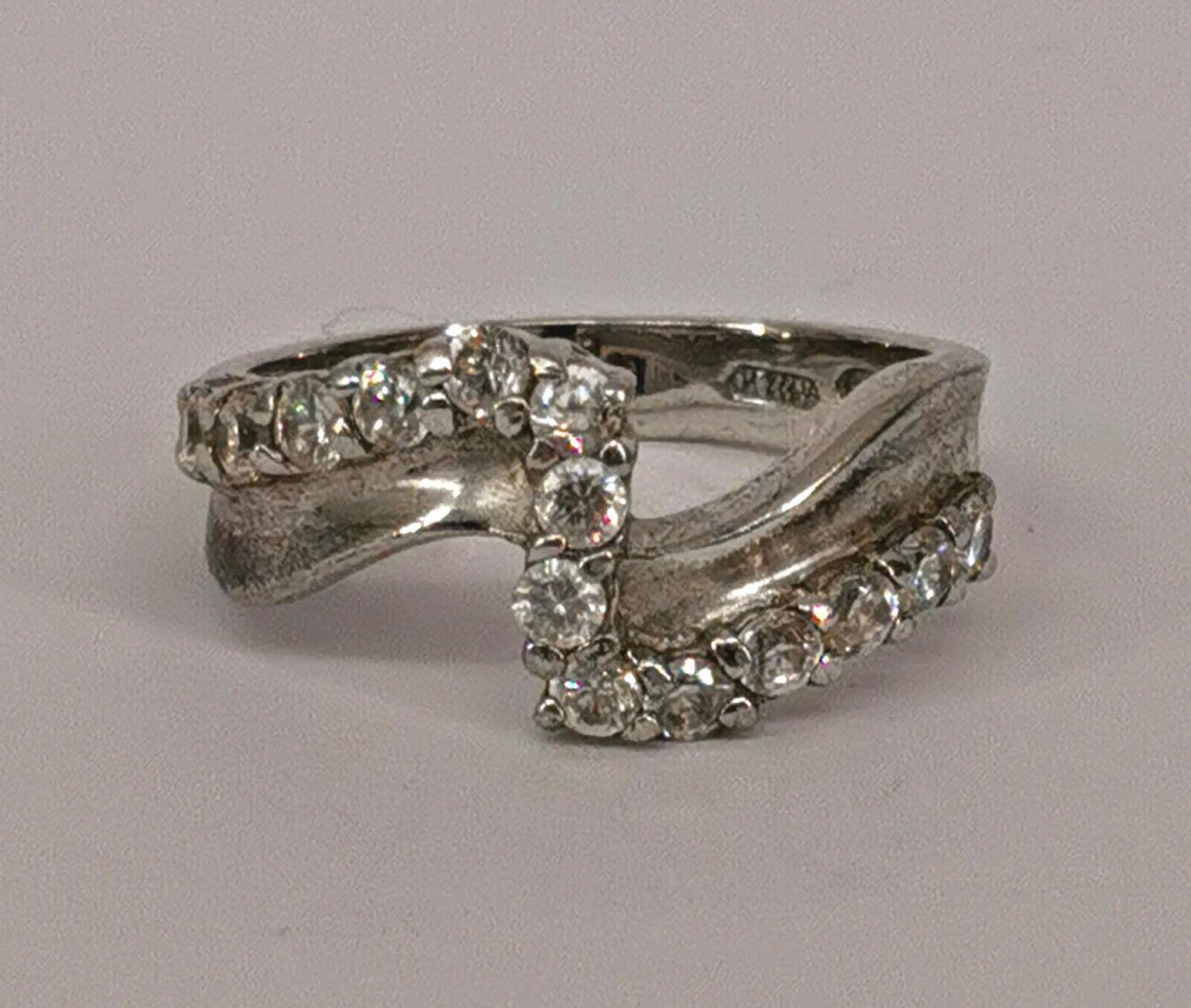 Für die Firma 99825637 Silber Ring weiße Steine alt Gr.54