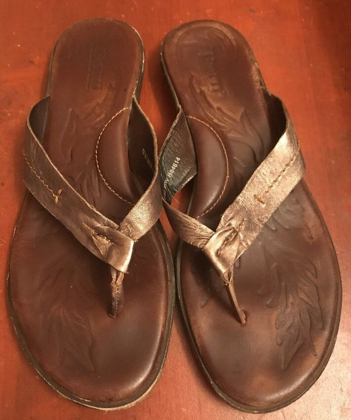 EUC Born Thong Sandals Leather 10 M Metallic Champagne Pewter Leather Sandals Flip-Flops 7e32e4