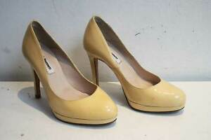 LK-Bennett-Patent-Leather-Court-Shoes-Size-UK-3-EU-36-Pale-Yellow