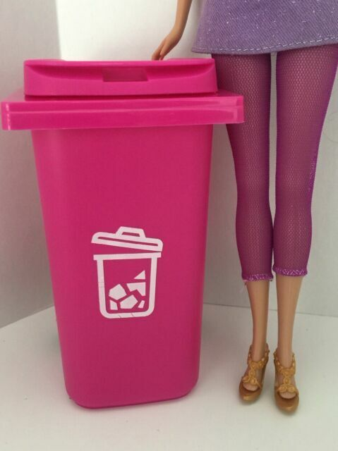 "/"" New /"" Barbie Trash //Garbage// Recycle Can With Lid on Wheels Pink~*~ Cute"