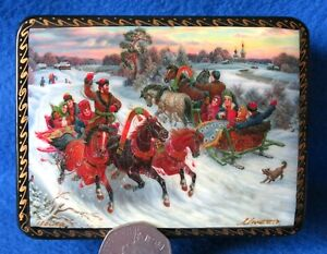 Lacquer-Box-TROIKA-Three-Horses-carriage-Russian-small-GICLEE-FEDOSKINO-style
