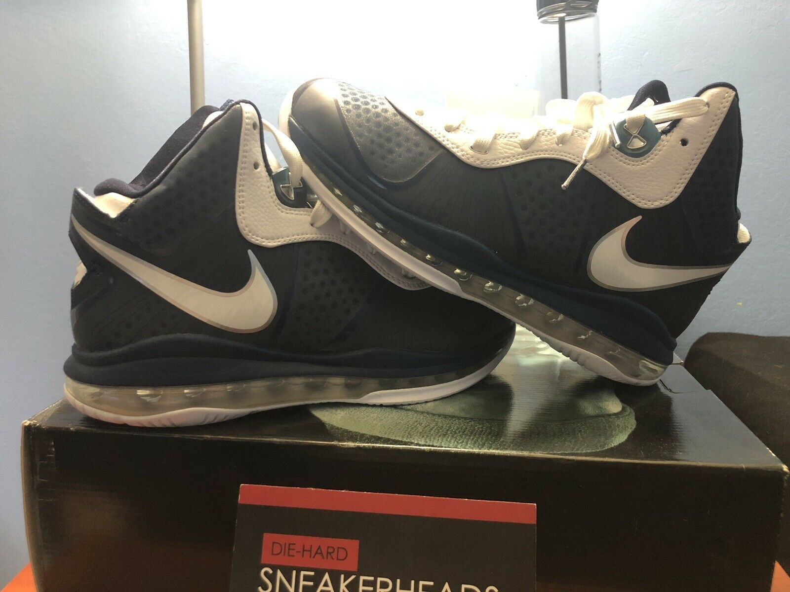 Nike Lebron 8 V 2 Yankees Size 7 Mens DS Brand New Lakers New York James 6 23