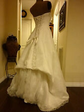 BEAUTIFUL STRAPLESS CORSET STYLE IVORY WEDDING GOWN W/ BUSTLED BACK