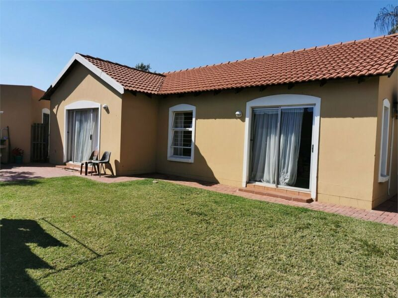 PET FRIENDLY, LOCK-UP AND GO FAMILY HOME