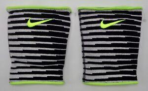 Nike-Essentiel-Genouillere-Volley-Ball-Noir-Volt-Blanc-Homme-Femmes-M-L
