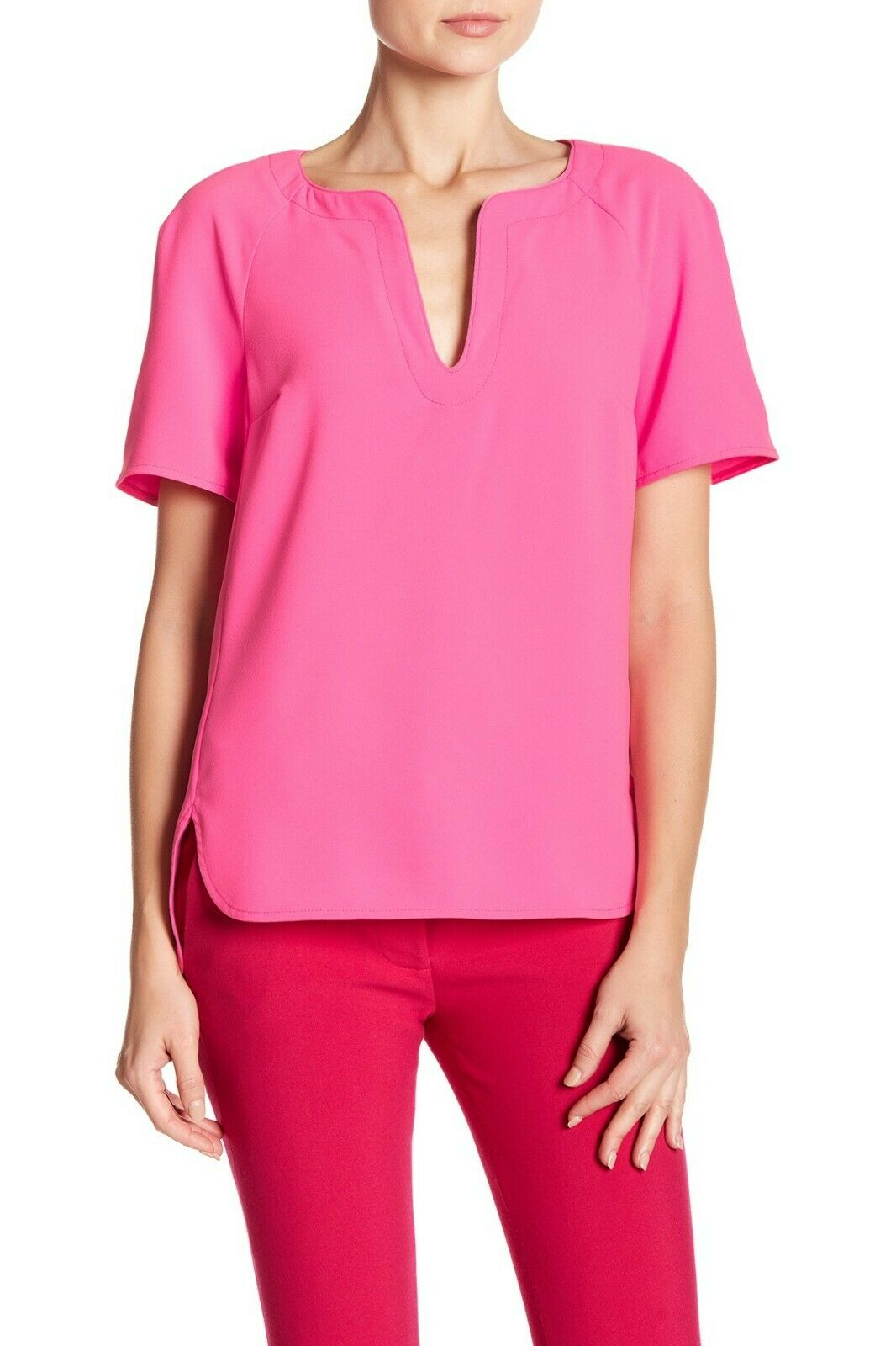 NWT- Trina Turk Pearle Split-Neck Short Sleeve Top, Gemini Rosa - Größe XSmall