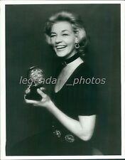 1973 Lauren Bacall Holds Her Tony Award Original News Service Photo