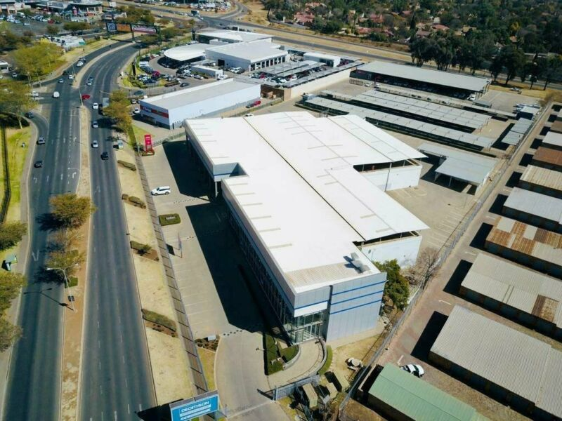 HENNOPSPARK - 2,309SQM AUTOMOTIVE SHOWROOM ON A 17,714SQM STAND TO LET ON JAKARANDA STREET CENTURION