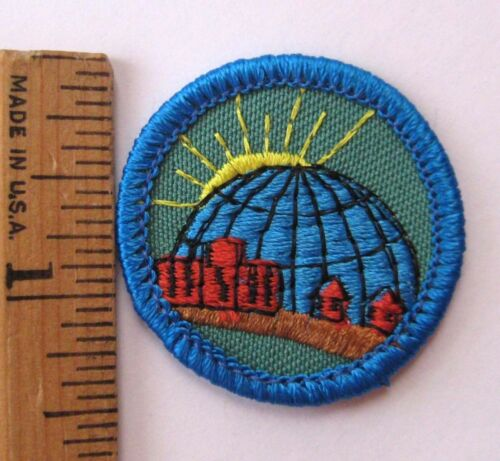 Girl Scout 1990 Junior WORLD IN MY COMMUNITY BADGE Globe Sun Building Patch NEW