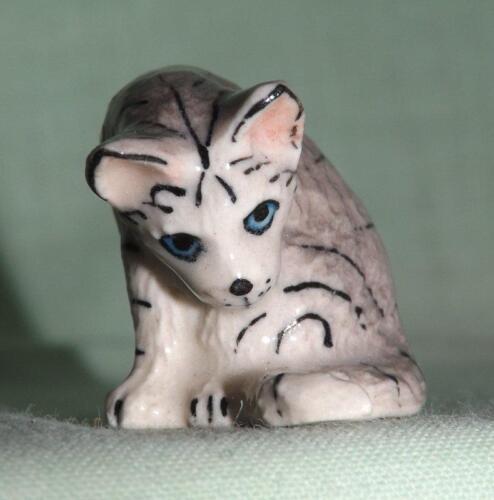 Klima Miniature Porcelain Animal Figure Grey Cat Washing K032