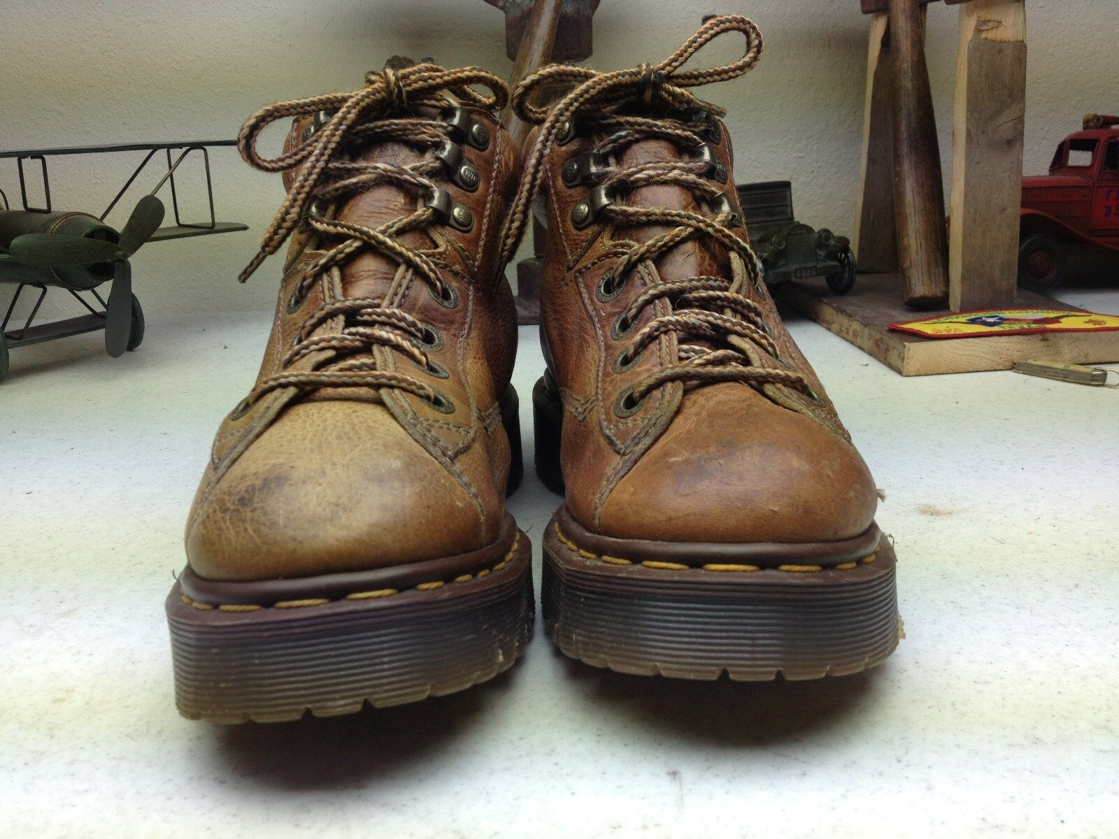 MADE IN ENGLAND DR. MARTENS DISTRESSED OXFORDS BROWN LEATHER LACE UP OXFORDS DISTRESSED SIZE 5 D fa78af