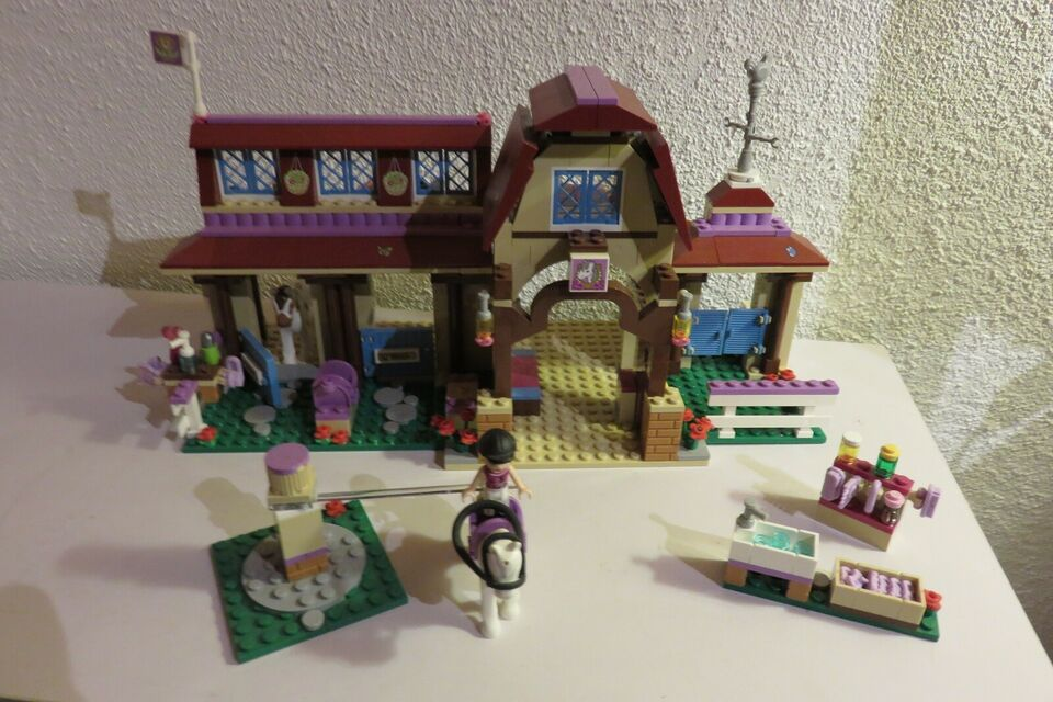 Lego Friends, Heartlake Rideklub 41126