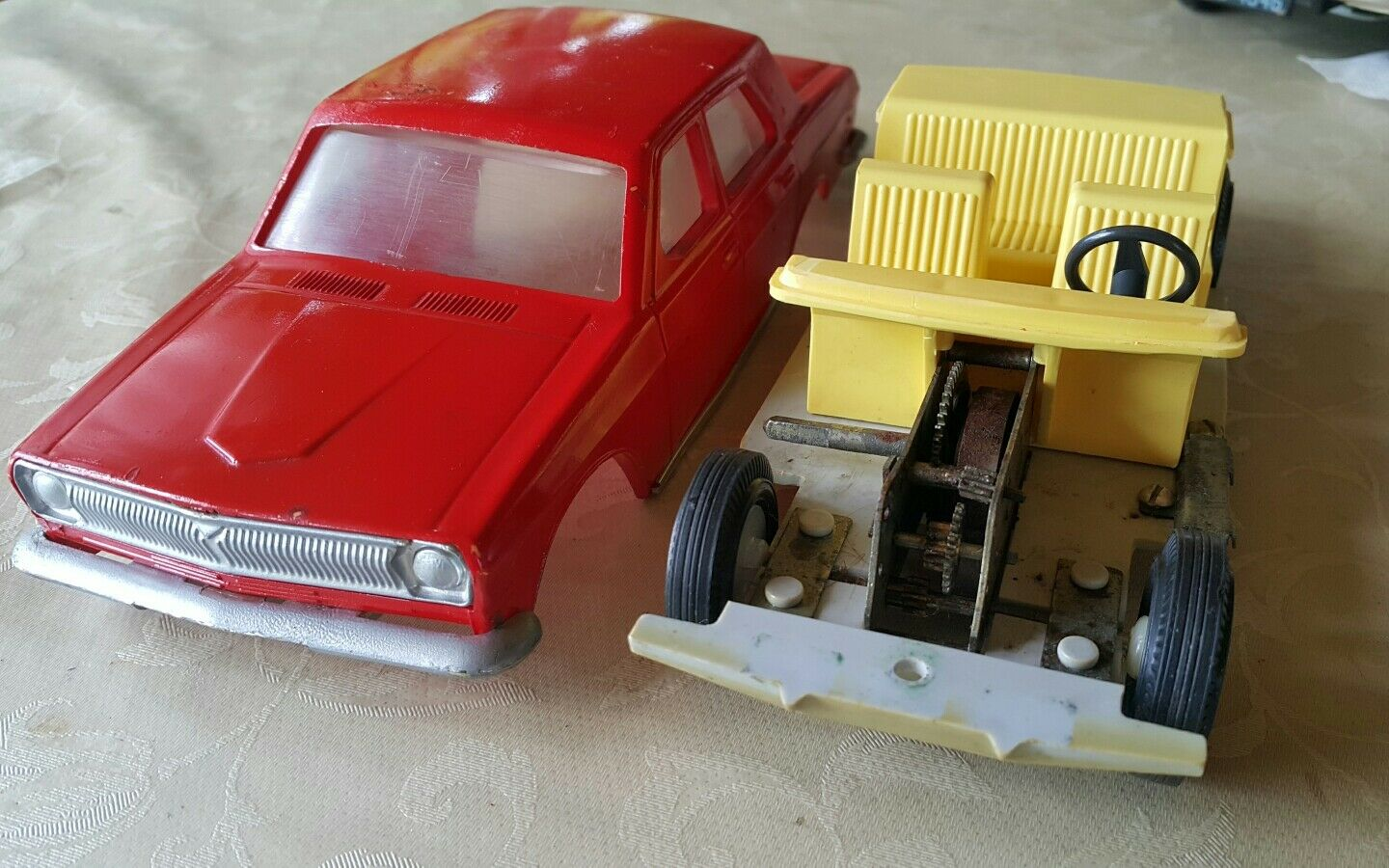VINTAGE VOLGA GAZ  PLASTIC TOY WIND UP CAR 1970'S RUSSIA USSR CCCP FOR PARTS