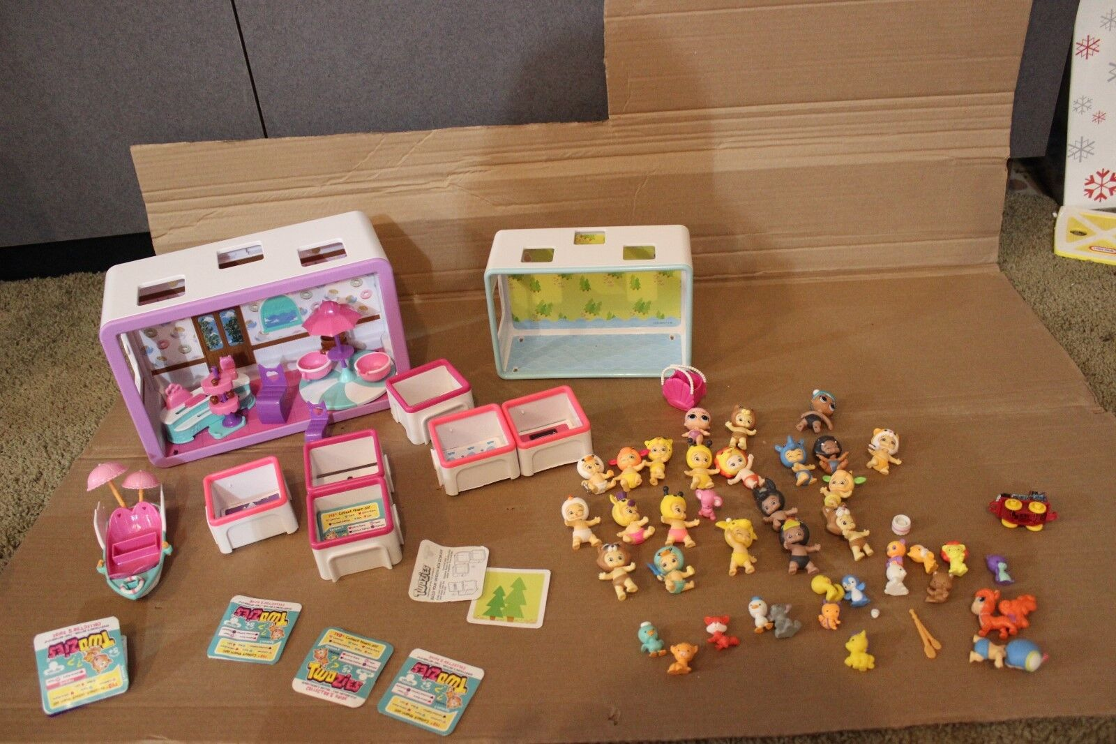 Twozies  figures, rooms, furniture Huge lot 55 piece plus collector guides