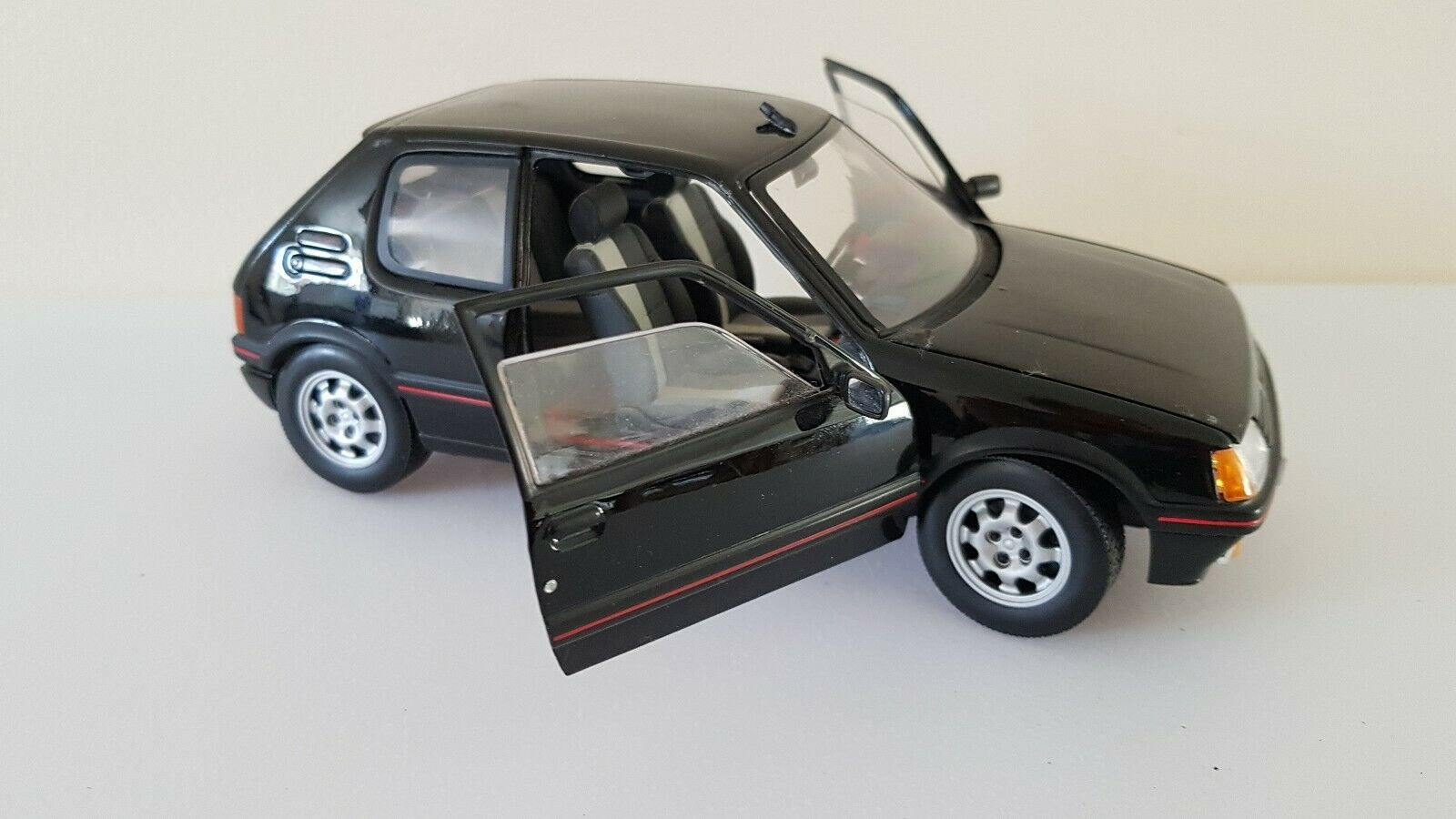 Black 1 18 PEUGEOT 205 GTI solido 1 18 great condition FREE POST