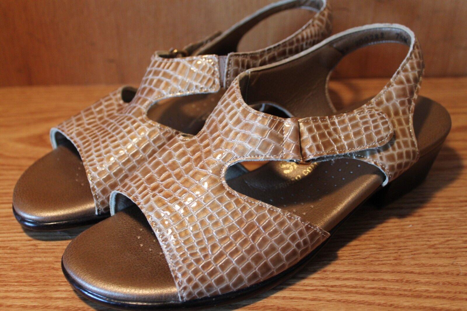 JUST ADORABLE    SAS Womans Sandals Size 7.5 W