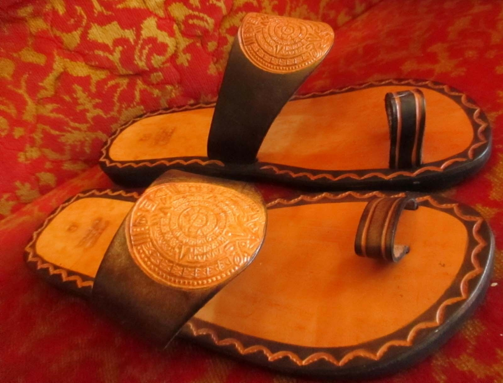 Vtg 70s sz 6  NWOT HIPPPY SANDALS AZTEC LEATHER EMBOSSED MADE IN MEXICO Mexican