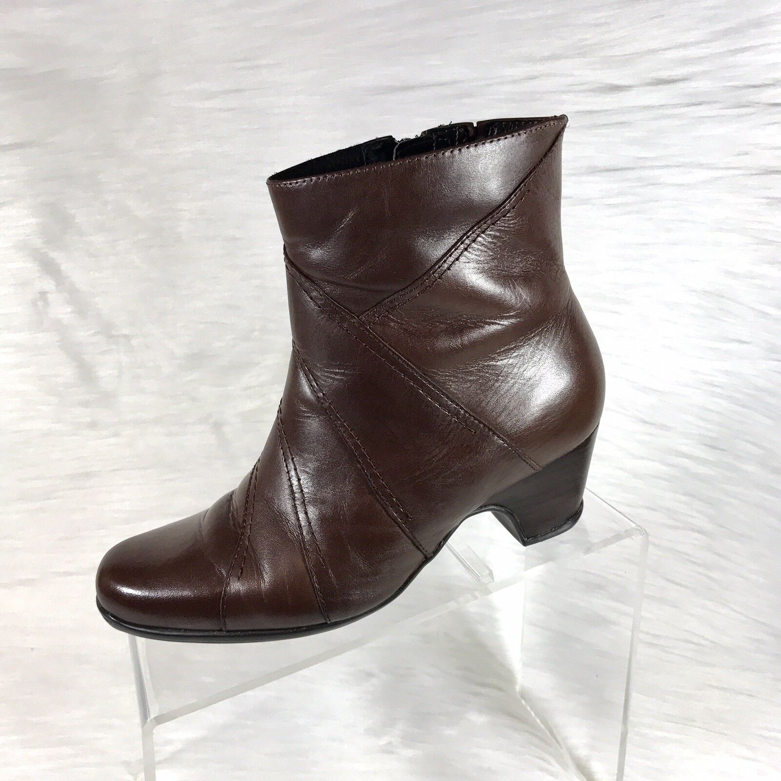 Clarks Artisan Women's Ankle Boots Brown Leather Low Heel Size 7.5 M