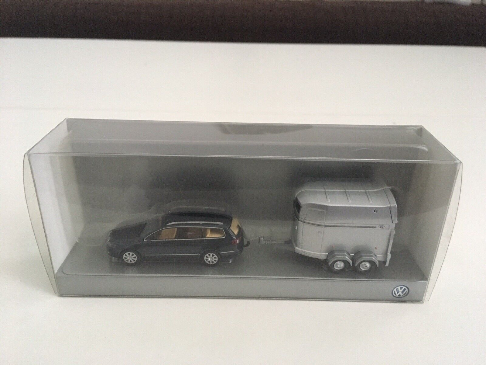 VW Passat Variant B6 + Horse Trailer - 1 87 scale - Viking