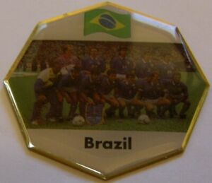 WORLD-CUP-94-USA-SOCCER-BRAZIL-TEAM-PICTURE-FIFA-FOOTBALL-vintage-pin-badge-Z8J