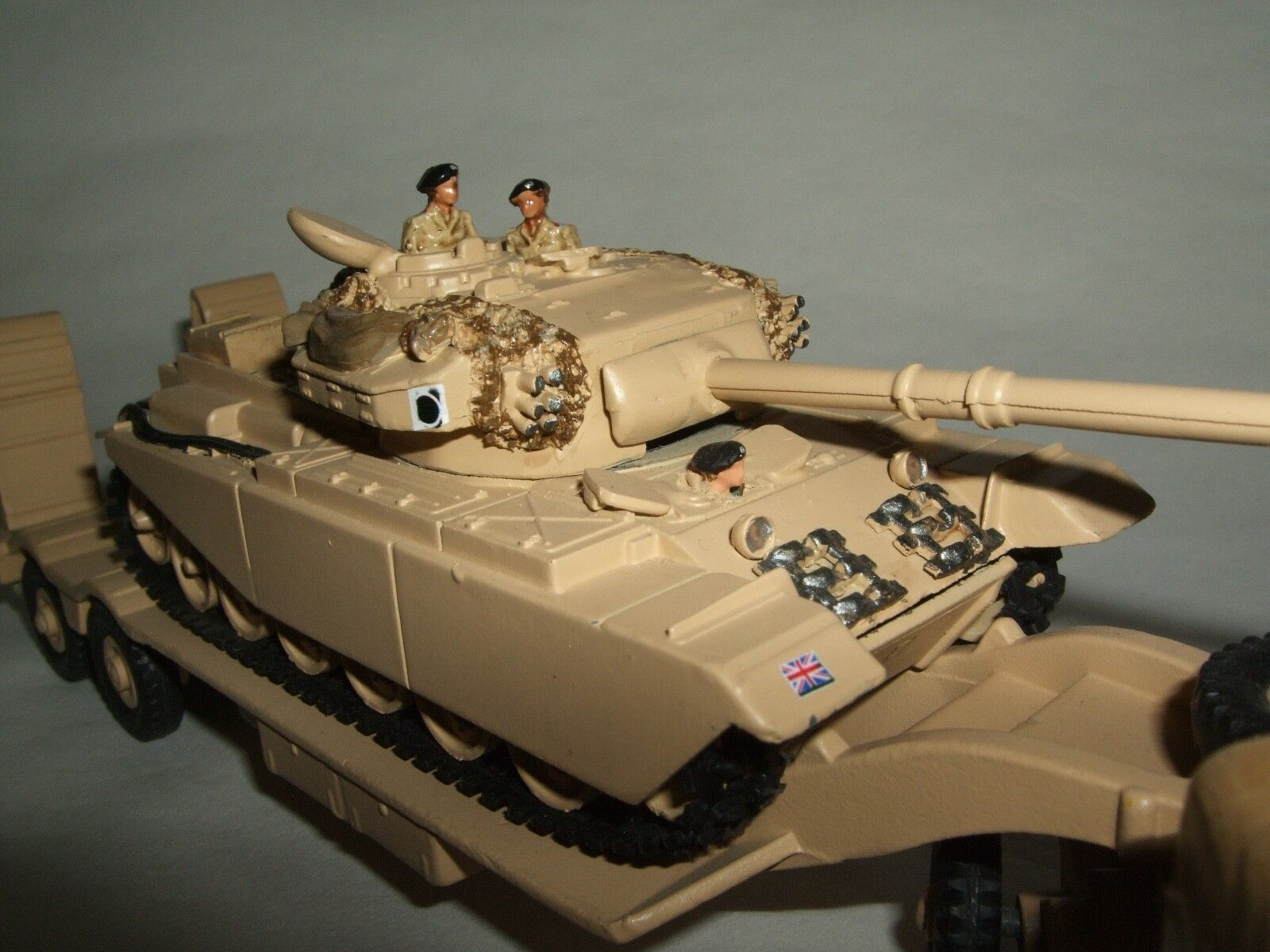 prydlig & Corgi Job lot, Antar Tank TRANSPORTER & Corgi TANK Original prydlig låda.