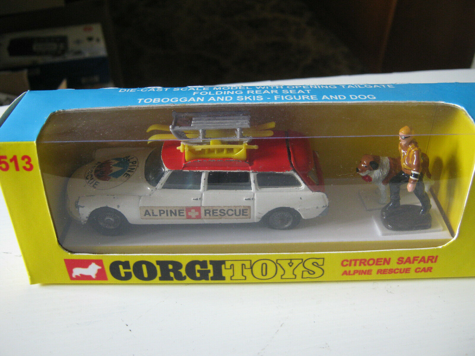 CORGI 513 ALPINE RESCUE  SET ORIGINAL CAR & REPRO FIGURES IN VERY GOOD REPRO BOX