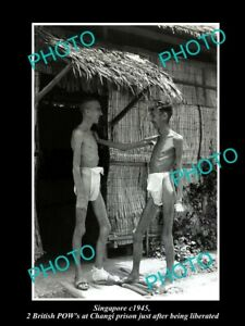 OLD-LARGE-HISTORIC-PHOTO-OF-SINGAPORE-LIBERATED-CHANGI-PRISON-POWs-c1945
