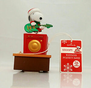 Hallmark-2011-Snoopy-Wireless-Peanuts-Band-Playing-the-Guitar-XKT1000