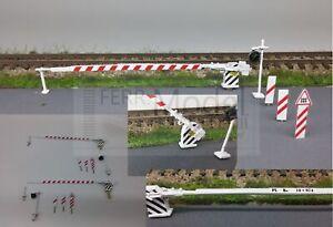 FERRMODEL-210-FS-passaggio-a-livello-H0-con-2-barriere-e-accessori-Scala-H0
