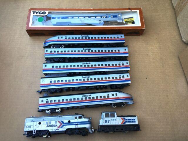 Lot of AMTRAK HO Scale Trains 3 Locomotives & 5 Passenger Cars  LOOK!