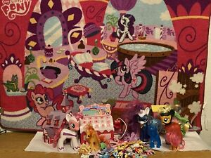 My Little Pony  Collection/Mat ponies and accessories_Lot of 34 items in total