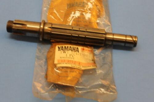DRIVE 1W1-17421-00-00 YAMAHA NOS IT125 IT175 YZ100 YZ125 1977-1981 AXLE