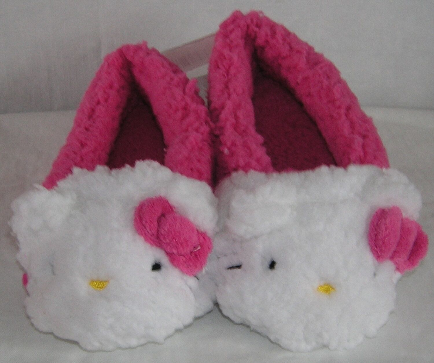 Hello Kitty Plush Moccasins PINK NICE GIFT FREE USA SHIPPING SMALL 5-6