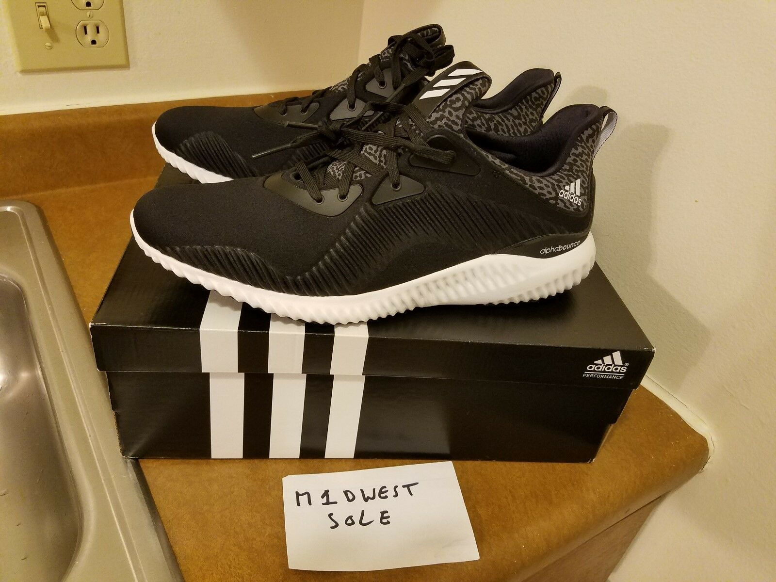 Adidas Alphabounce M Black size 12 Running shoes