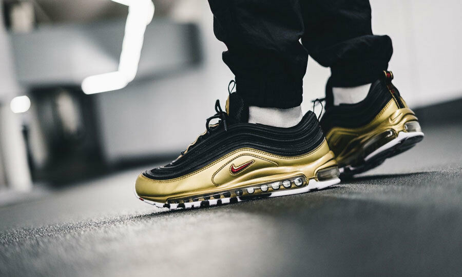 Nike Air Max 97 Og Qs Schwarz Gold Neu in Karton AT5458-002 Uk-Größen 6 7 8 9 10