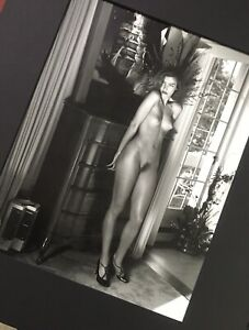 Helmut NEWTON, Domestic Nude V Hollywood 1992🧥Size 12x14 FRAME READY MATTED