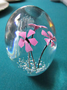 DAUM-FRANCE-CRYSTAL-PAPERWEIGHT-PINK-FLOWERS-AND-BUBBLES-SIGNED-3-1-2-034