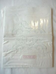 2-Pillow-Cases-Vintage-1940-039-s-Percale-White-w-Pale-Blue-Embroidery-100-Cotton
