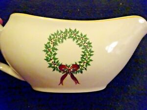 Merry-Brite-MB-Stoneware-Sauce-Gravy-Boat-Pitcher-Holiday-Christmas-Wreath