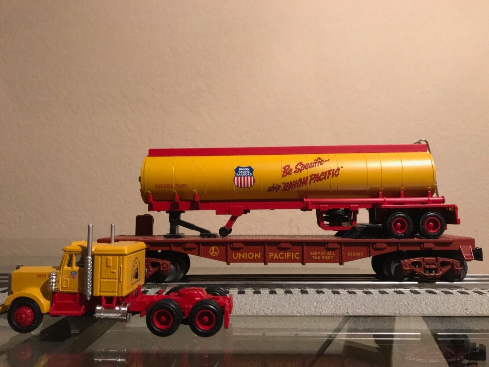 Lionel 52290 St. Louis LRRC 20th Anniversary UP Tanker on flat with tractor