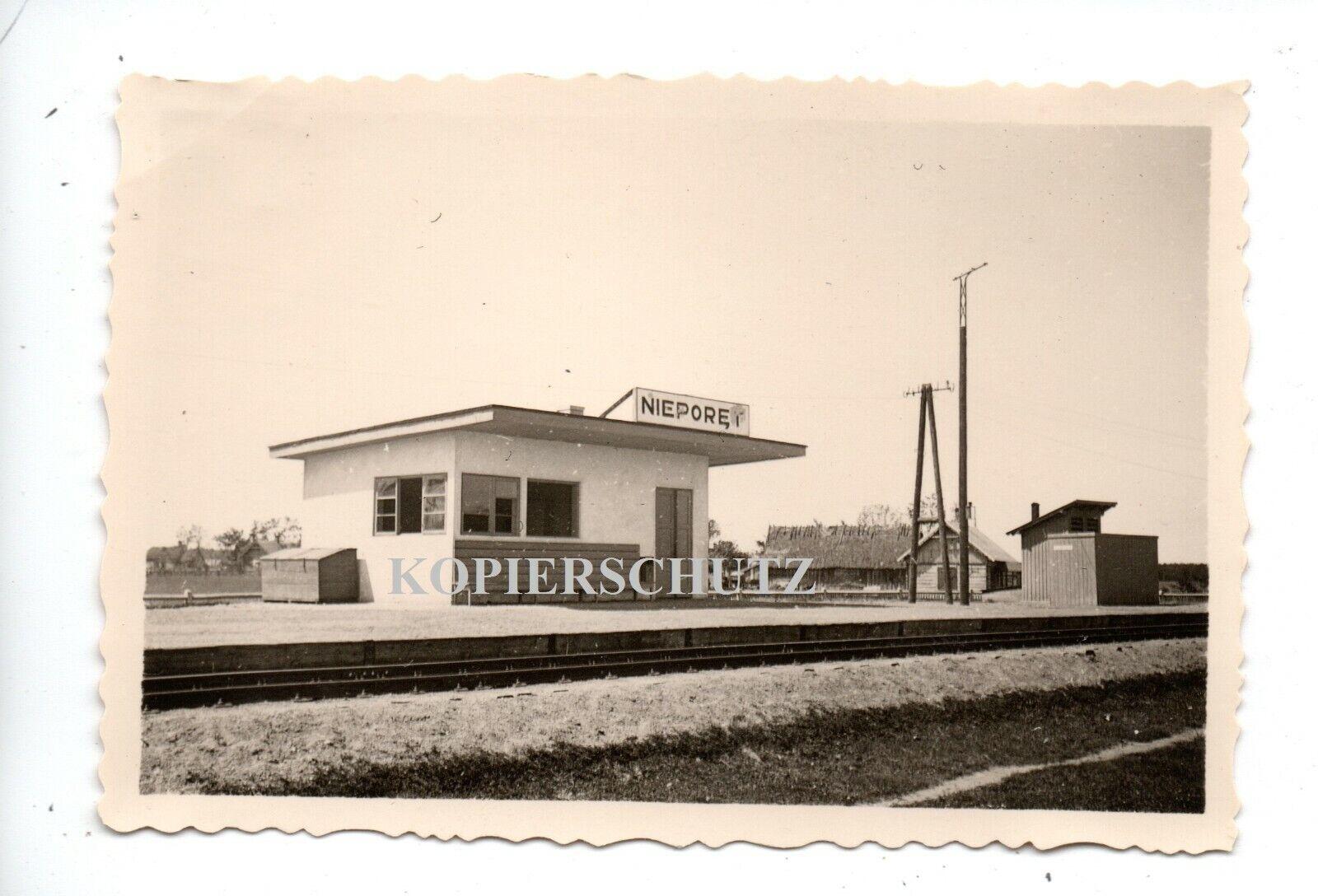 Bild 1 - (x10) Polen 1939 Nieporet b. Warschau Bahnhof Gebäude Schild Bahnsteig
