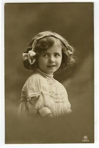 c-1910-Cute-Child-Children-HALF-SMILE-GIRL-photo-postcard