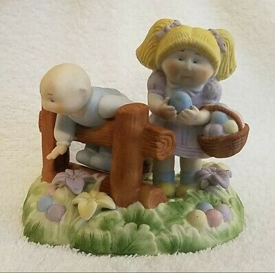 """1985 Cabbage Patch Kids Figurine /""""Easter Artists/"""" Easter Collection"""