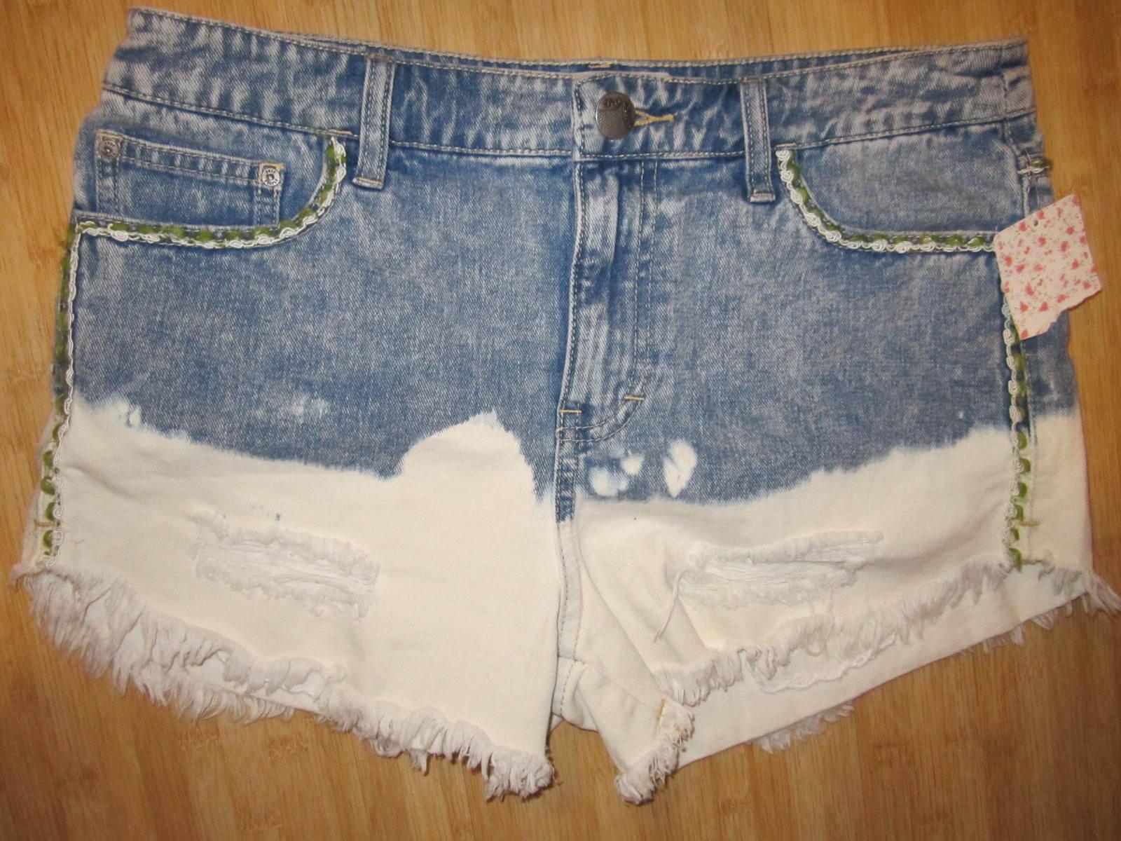 EUC Free People 24 JEAN DENIM Shorts PANTS Distressed Cut Offs Floral Detail blue