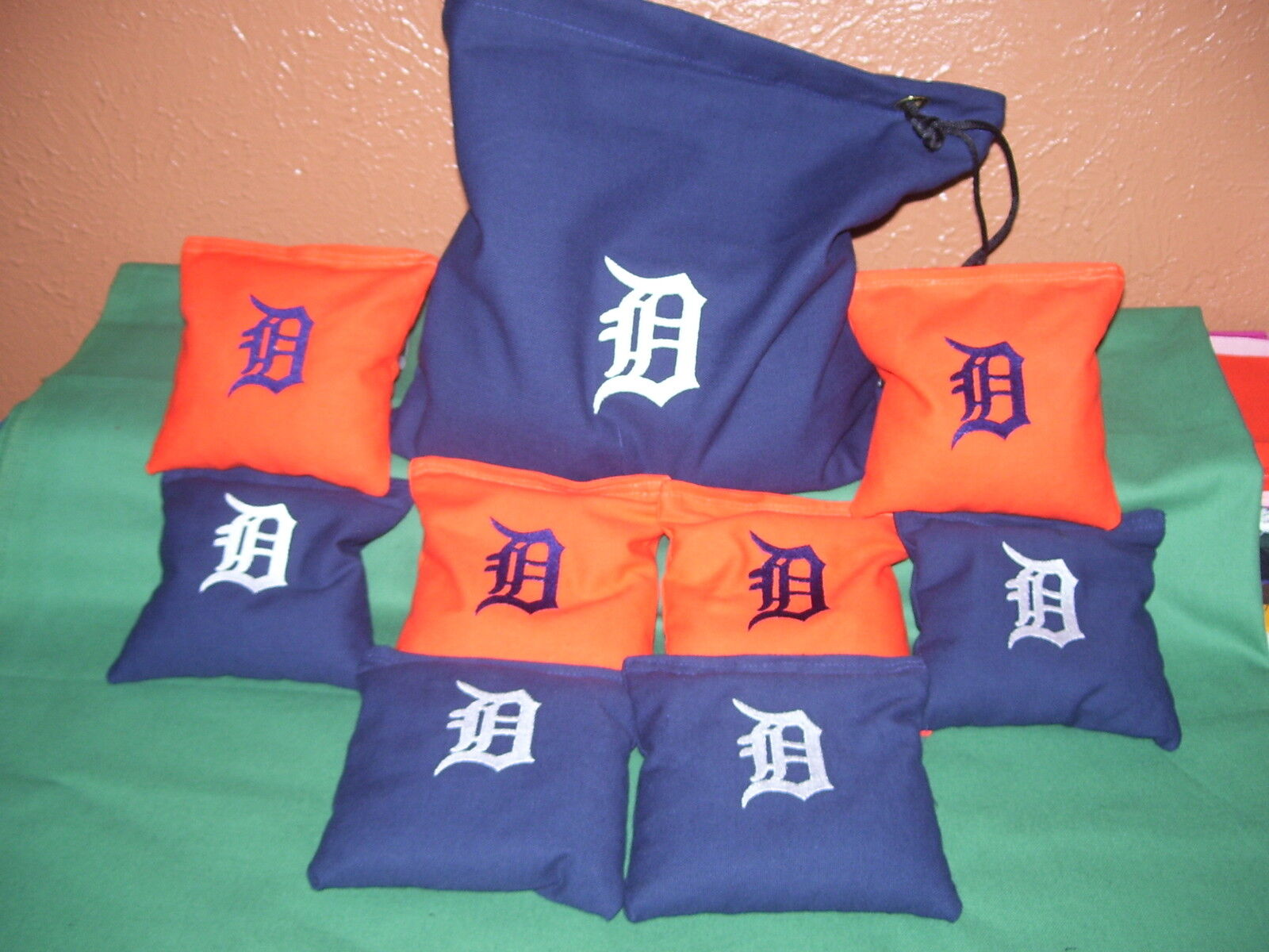 Detroit Tigers Embroidered Cornhole Bags Set of 8 with Storage Bag